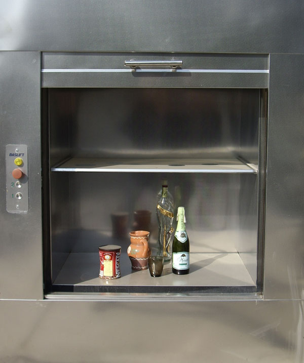 sự khác nhau giữa thang nâng thức ăn và thang máy tải khách Kiểu mở cửa của thang nâng thức ăn
