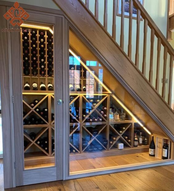 Mẫu tủ gầm cầu thang đẹp trưng bày rượu