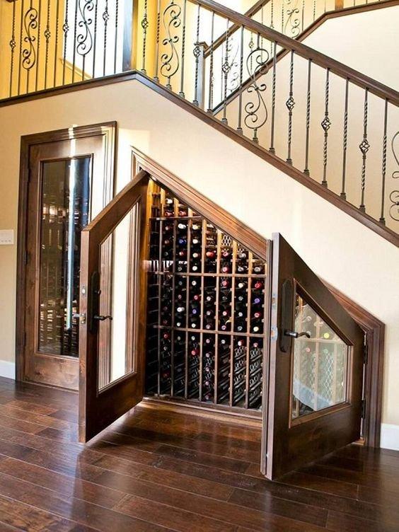 Mẫu tủ gầm cầu thang trưng bày rượu