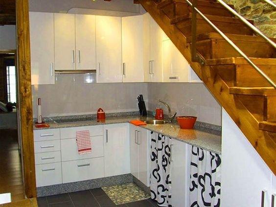 Những mẫu tủ gầm cầu thang đẹp để đồ nhà bếp